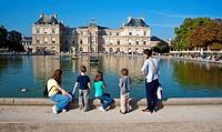Paris, France, French Families Enjoying Urban Park, Luxembourg Gardens, Pond