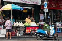 Street food vendors in Yaowalat Road, Chinatown, Bangkok.