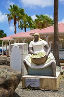 """""""""""""""""""""""The Market Woman"""""""" statue by Marty Lynn."""