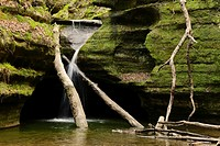 Waterfall in Kaskaskia Canyon. Starved Rock State Park, Illinois.