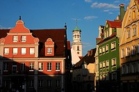 View over the market square of Memmingen´s historic Kreuzherrenkirche