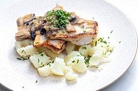 pikeperch on butter with mushroom sauce and spring potatoes.