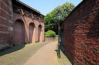 Germany, Kempen, Niers, Lower Rhine, Rhineland, North Rhine-Westphalia, NRW, medieval city fortification, town wall, wall walk, footpath, lantern.