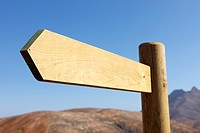 Blank new signpost directional arrow.