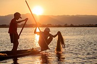 Myanmar (Burma), Province Shan, Inle Lake, Nyaungshwe Village, Intha fisherman fishing in the lake, Traditional fishing creels