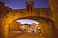 Arch of the Star, Arco de la Estrella or Puerta Nueva, Main square from Arch of the Star Street, Plaza Mayor, Old Town of Cáceres, medieval town, Worl...