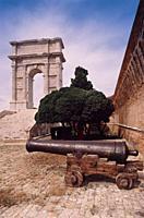 Italy, Marche, Ancona, Arco di Traiano, Arch of Trajan, Cannon.