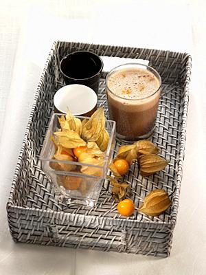 milk shake de chocolate, naranja y phisallys, con leche vegetal.