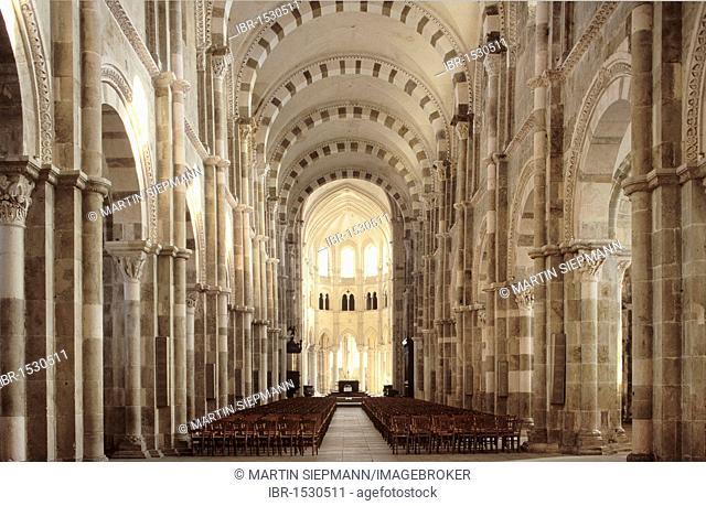 Interior of the Basilique Sainte-Marie-Madeleine Basilica of St. Mary Magdalene, Vezelay, Yonne, Burgundy, France, Europe
