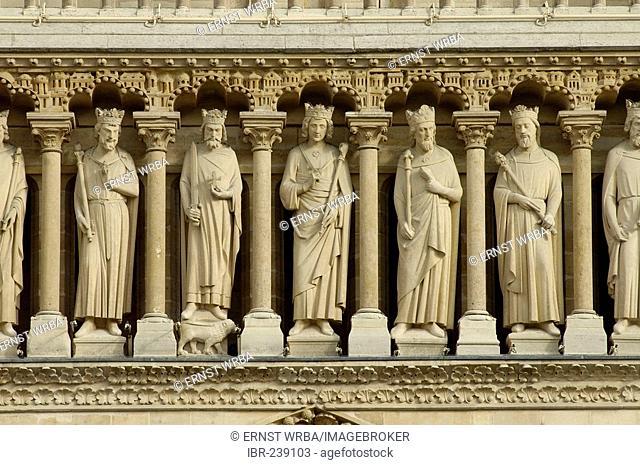 Cathedral Notre-Dame, western portal with gothic ornamnets, detail, Paris, Ile-de-France, France