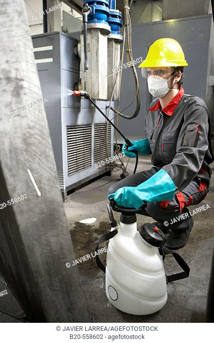 Industrial cleaning with spray, compressed air. Guipuzcoa, Euskadi, Spain