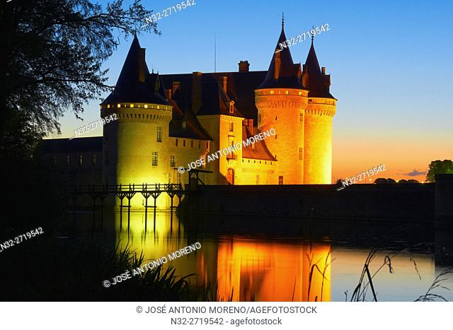 Sully sur Loire, Castle, Chateau de Sully sur Loire, Dusk, Loire Valley, UNESCO World Heritage Site, Loire River, Loiret department, Centre region, France