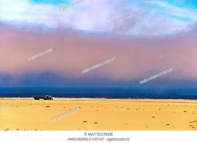 Namibia, Erongo region, Swakopmund, Long Beach, sand dunes in Namib Desert