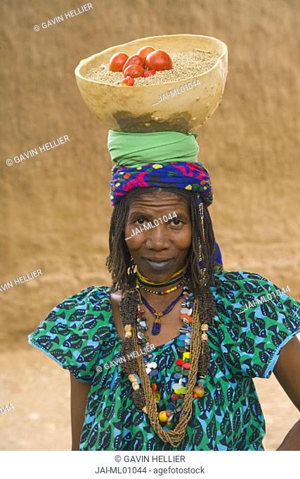 Woman in market, Segou, Segoukoro (old Segou), Mali
