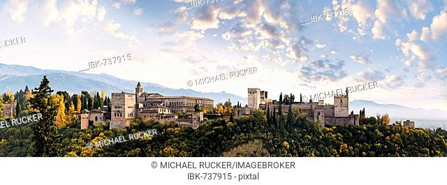 Panoramic view of the Alhambra, Sierra Nevada in the background, Granada, Andalusia, Spain, Europe