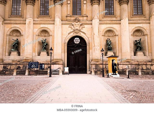 Stockholm Palace, portal, guard house, guard