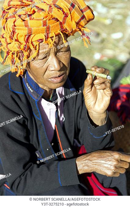 Myanmar (ex Birmanie). Inle lake. Shan state. Market day in the village. Woman of the PA-O ethnicity. Woman of ethnicity PA-O smoking a cheroot the Burmese...