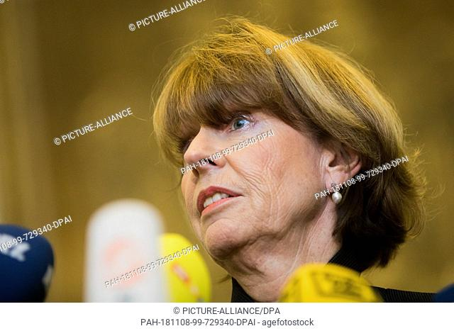08 November 2018, North Rhine-Westphalia, Köln: Henriette Reker (non-party), Lord Mayor of Cologne, makes a statement on the Administrative Court's ruling...