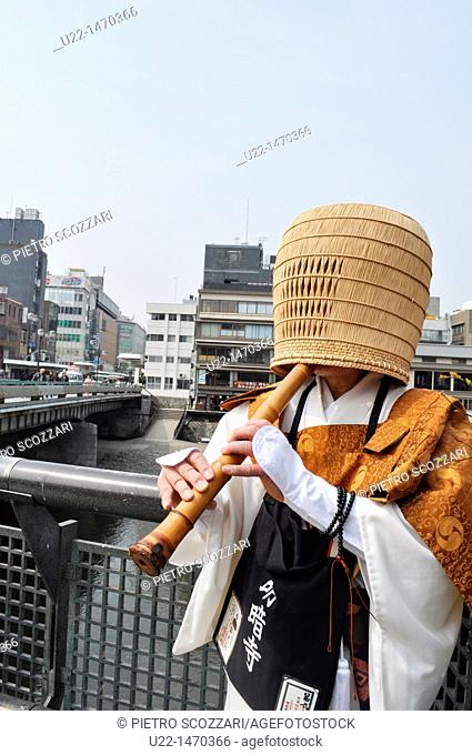 Kyoto (Japan): a Komusou, a Japanese mendicant monk of the Fuke school of Zen Buddhism, playing a Shakuhachi flute in Gion