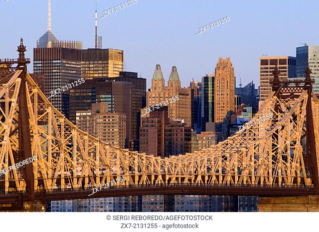 USA, New York, Queensboro Bridge, Manhattan skyline viewed from Queens - illuminated at dawn