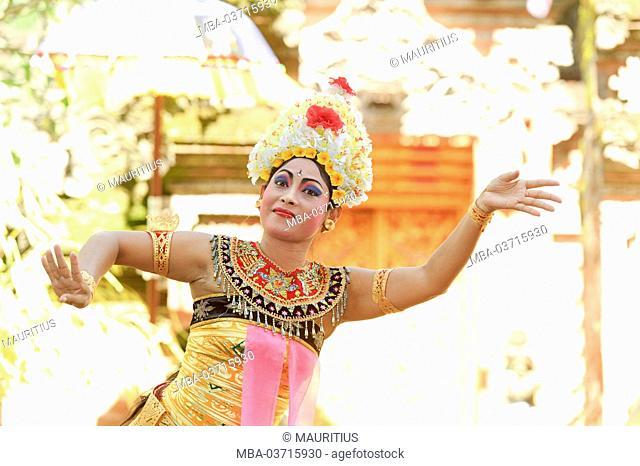 Asia, Indonesia, Bali, performance dance, Barong dance, dancer
