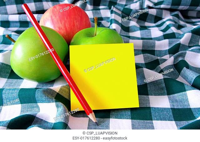 apples and post it pad