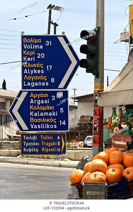Griechenland Zakynthos street sign friut shop