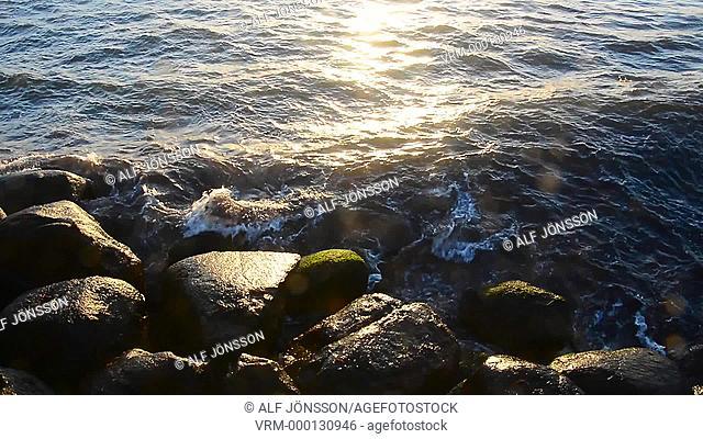 Waves with splash