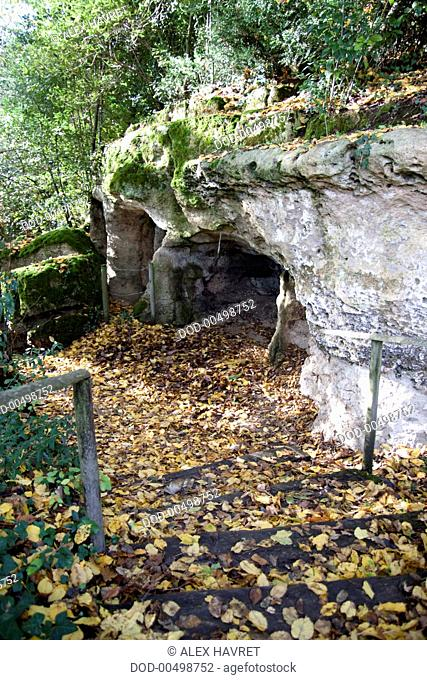 France, Aquitaine, Gironde, Prignac-et-Marcamps, Grotte de Pair-non-Pair, cave entrance