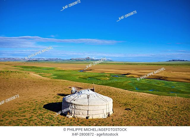 Mongolia, Zavkhan province, nomad camp in the steppe