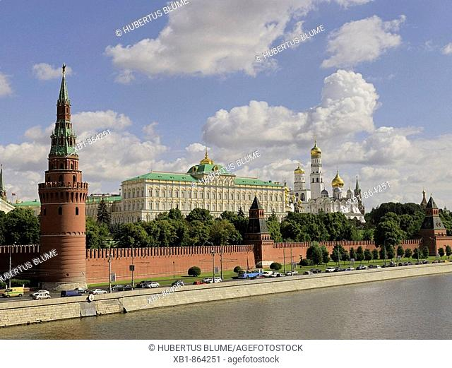View from the river Moskva onto the Kremlin with Great Kremlin Palace and cathedrals, right in front Vodovzvodnaya tower, Moscow, Russia