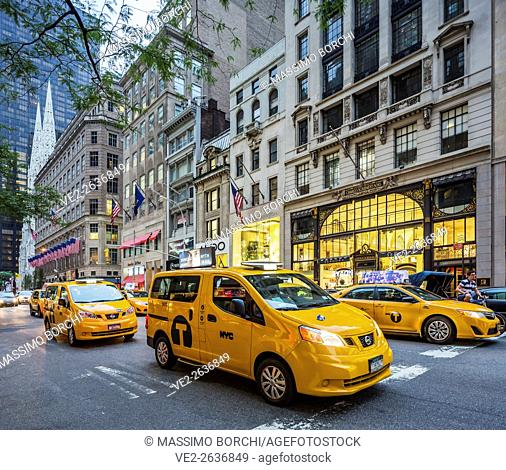 USA, New York, New York City. Manhattan, Midtown, taxis on the Fifth (5th) Avenue