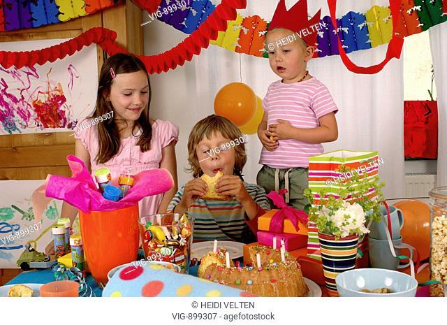 Girl celebrates her 7th birthday. - 09/07/2008