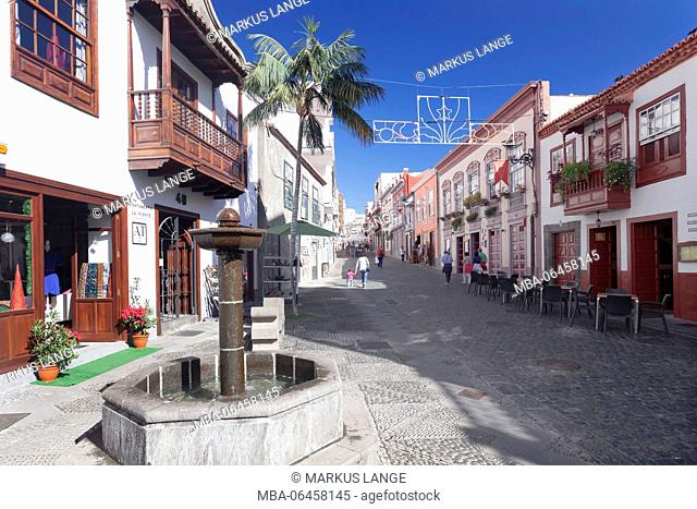 Pedestrian area in the Old Town, house in traditional construction method with wooden balcony, Santa Cruz de la Palma, La Palma, Canary islands, Spain