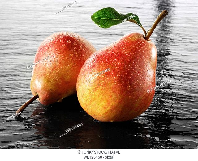 Fresh pears, whole with leaves