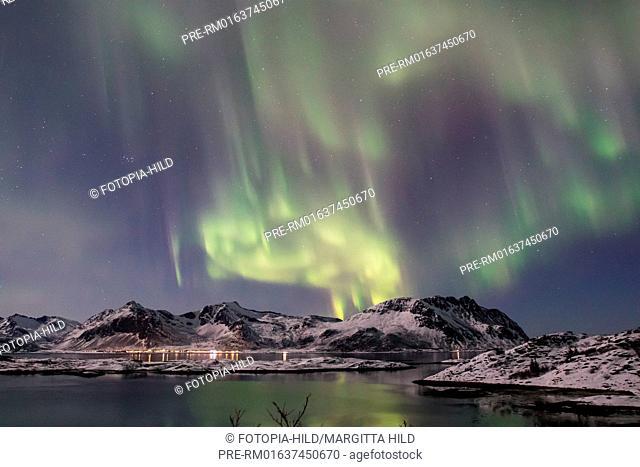 Aurora Borealis at Gimsøystraumen, Lofoten, Nordland, Norway, March 2017, Looking from E10 near Lyngværet to northwest / Aurora borealis über dem Gimsøystraumen