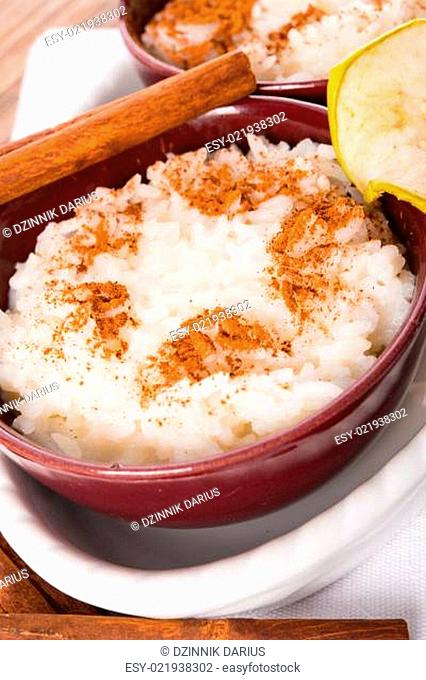 milk rice with cinnamon and applesauce