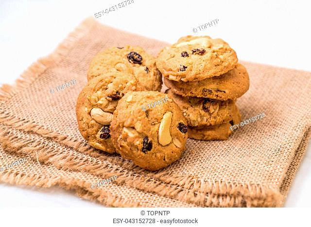 cookies with raisin and roasted cashew nuts
