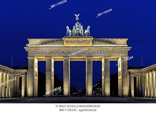 Brandenburg Gate in the early morning, Berlin, Germany, Europe
