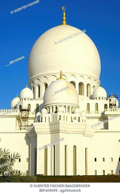 Mihrab, main dome of Sheikh Zayed Bin Sultan Al Nahyan Mosque, Great Mosque, Abu Dhabi, United Arab Emirates