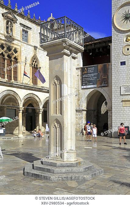 Orlando's Coloum in Luza Square, Dubrovnik Old City, Croatia, UNESCO world heritage site, Dalmatia, Dalmatian Coast, Europe