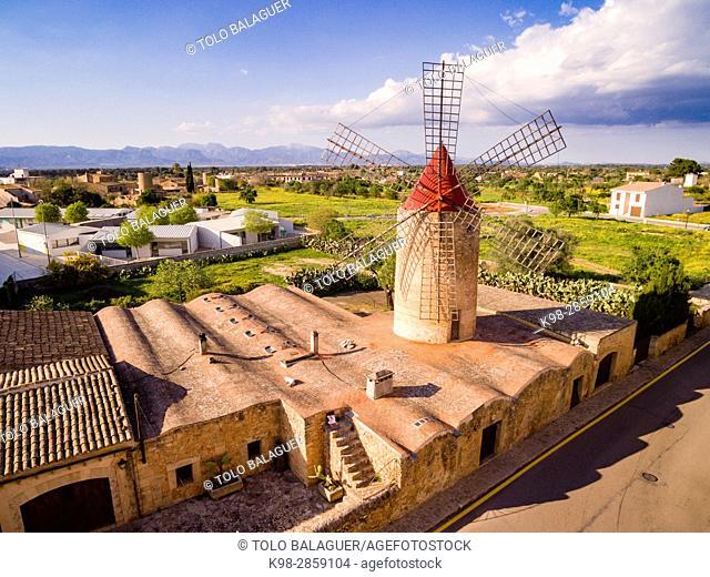Construido en 1738, fue restaurado en 1979 y reconvertido en un estudio de artistas, molino harinero tradicional, Algaida, Mancomunidad del Pla, Mallorca