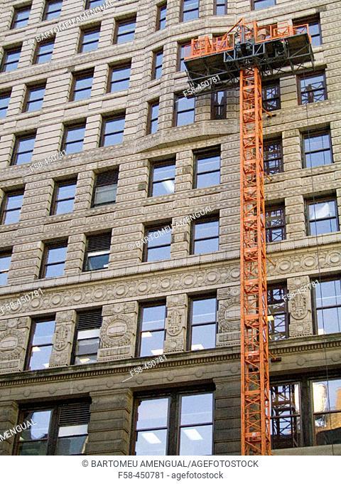 The Flatiron (architect Daniel Burnham, 1902) building on 23rd Street and 5th Avenue in New York City. USA
