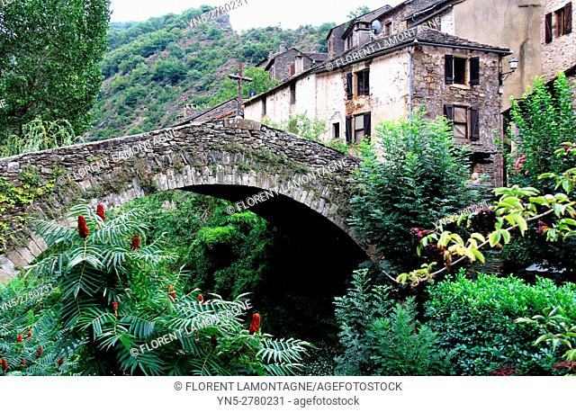 View on the stones'bridge and village of Brousse le Chateau, Aveyron, Occitanie, Languedoc, Roussillon, France
