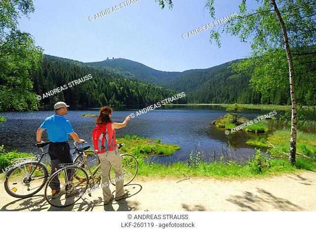 Cyclists near Lake Small Arber, Great Arber in background, Bavarian Forest National Park, Lower Bavaria, Bavaria, Germany