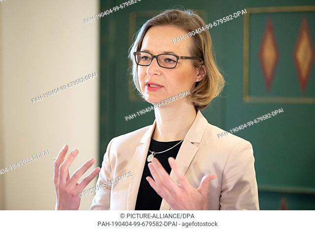 04 April 2019, Thuringia, Eisenach: Katja Wolf (Die Linke), Lord Mayor of Eisenach, speaks during the signing of the future contract for the fusion of city and...