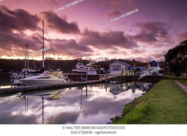 New Zealand, North Island, Coromandel Peninsula, Whitianga, Whitianga Harbour Marina, dawn
