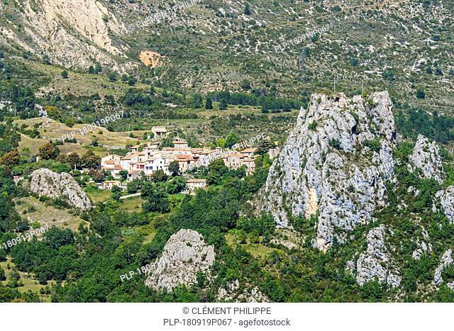 The village Rougon at the entrance to the Gorges du Verdon / Verdon Gorge canyon, Alpes-de-Haute-Provence, Provence-Alpes-Côte d'Azur, France