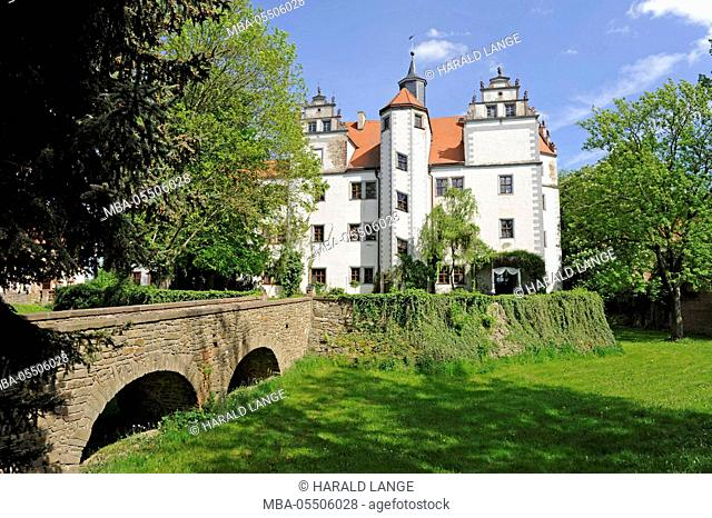 Moated castle Podelwitz, meadow landscape, Freiberger Mulde, built at the end of the 16th century, advanced in 1893, today travel destination, travelling hostel
