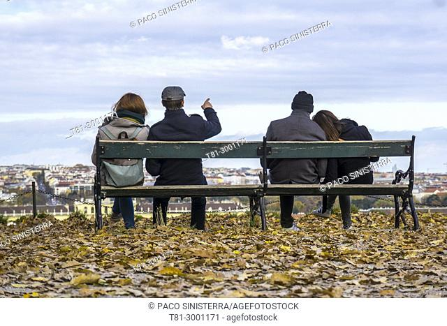 couples on a garden bench looking at the sky of Vienna, Austria
